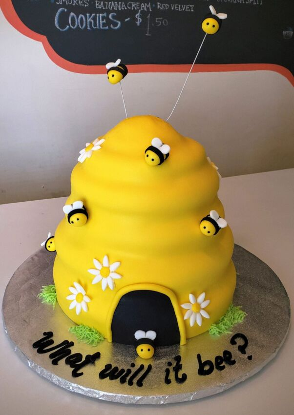 Baby Shower Cake Bees