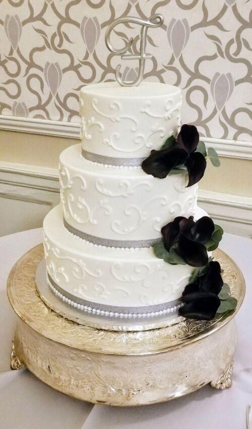Wedding Cake Black Roses
